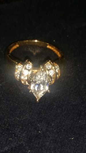 New never wore size 8 2 carat cubic zirconia ring beautiful RING ONLY pickup location is 107th and Lower Buckeye for Sale in Tolleson, AZ