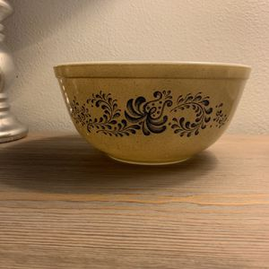 Vintage Homestead Pyrex 403 2 1/2 Quart Bowl for Sale in Tulalip, WA