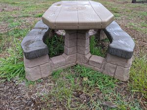 Little Tykes outdoor picnic table for kids for Sale in Columbia, SC