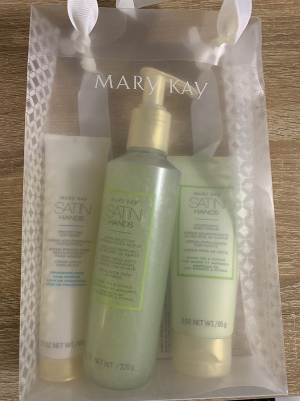 Mary Kay Satin Hands Set, FRESH!! Brand New in Box