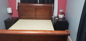 Queen bed and tv stand for Sale in Des Moines, WA