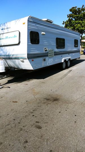 1995 sunny brook 26ft 2doors for Sale in Lakewood, CA