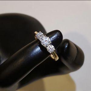 14K Yellow Gold 3 Diamond Wedding Engagement Ring Size 7 for Sale in Auburn, WA