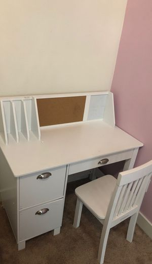 Kidcraft kids desk with chair and book shelf. for Sale in Irvine, CA