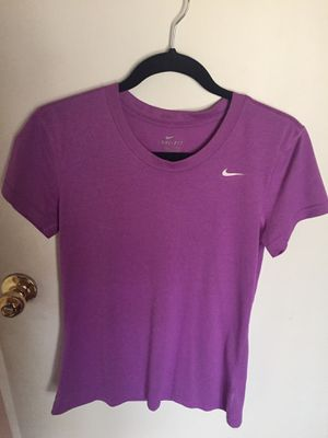 Nike purple shirt for Sale in Spring Valley, CA