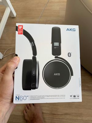 AKG N60 wireless noise cancelling headphones for Sale in Chicago, IL