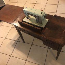 Sewing Desk for Sale in Lakeland,  FL