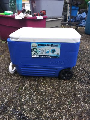 IGLOO pull arpund cooler for Sale in Minooka, IL