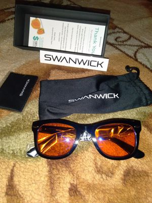 Swanwick sunglasses for Sale in Las Vegas, NV