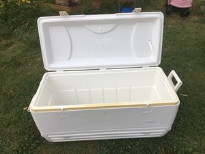 Igloo 120 quart Marine Cooler for Sale in San Antonio, TX