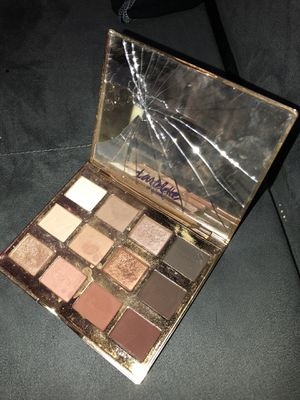 Tarte Eyeshadow Palette Authentic Has Cracked Mirror for Sale in Modesto, CA