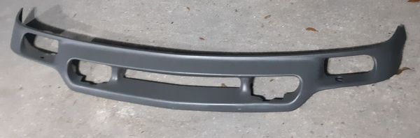 2000 - 2006 GMC Front Air Deflector / Valance With Fog Lights in Excellent Condition!