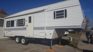 Dutchmen 5th Wheel / Gooseneck Trailer for Sale in Trenton, TX
