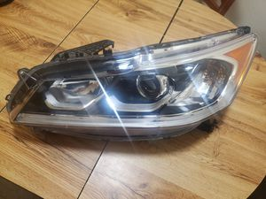 Left headlight Honda Accord Sport 2016-17 for Sale in Salinas, CA