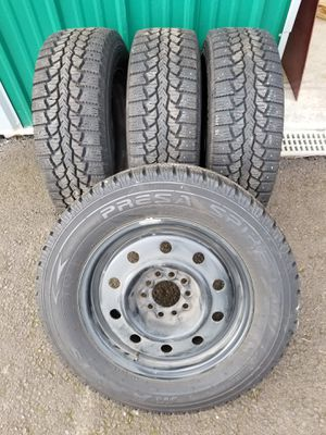 """15"""" Studded Snow Tires, 205 X 65 x 15, Multi Fit Rims, Fit Toyota And Honda, Good Condition, Used On 2003 Accord for Sale in Boring, OR"""