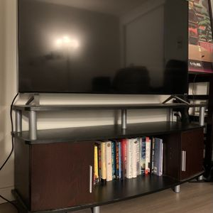 Vizio TV 50 Inch Ultra HD (+ TV Stand) for Sale in San Francisco, CA