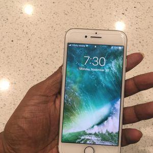 IPhone 8 256gb for Sale in Lynnwood, WA