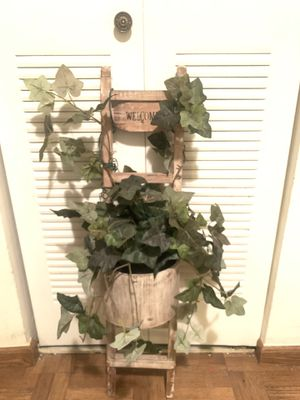 Welcome flower pot Decor for Sale in Hialeah, FL