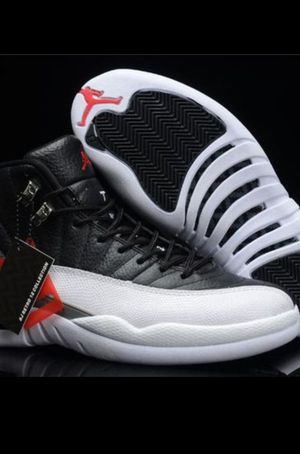 Air Jordan Retro 12 (BLK/White) for Sale in Crofton, MD