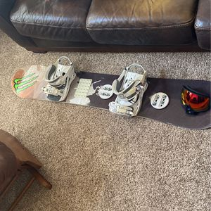 K2 Snowboard w/bindings and goggles for Sale in Chico, CA