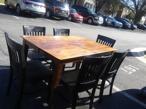DINING TABLE SET WITH 6 BLACK CHAIRS IN VERY GOOD CONDITION for Sale in Silver Spring, MD