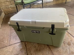Yeti tundra 45 high country used NOT NEW $450 cash new latches for Sale in Fort Worth, TX