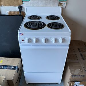 Freestanding Electric Range (White) for Sale in Germantown, MD
