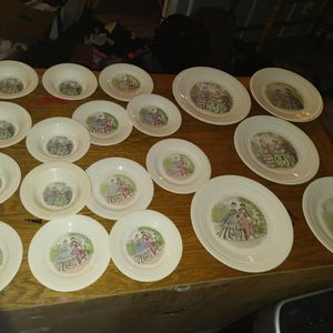 19 Pc Vintage Plate Set for Sale in Lyman, SC