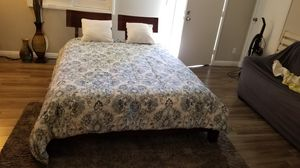 Very nice clean wood bed Quinn size bed for Sale in Las Vegas, NV