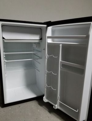 Galanz mini fridge for Sale in Pembroke Pines, FL
