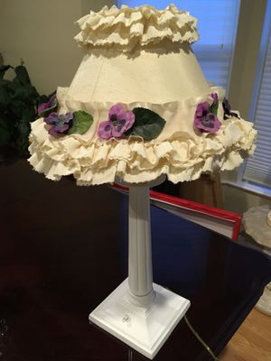 Vintage white floral desk lamp for Sale in Fairfax, VA