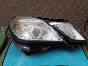 2010-13 MERCEDES BENZ E350 OEM HEADLIGHT. for Sale in Hialeah, FL