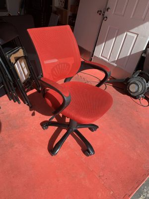 Red Mesh Adjustable Chair ($80 retail) for Sale in Henderson, NV