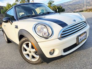 2010 MINI COOPER HARDTOP! CLEAN TITLE! SMOG DONE! LOW MILES! CARFAX INCLUDED! for Sale in San Bernardino, CA