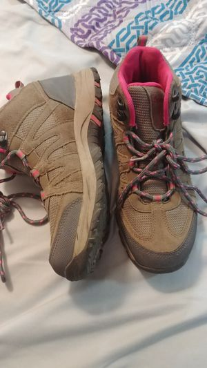 Girls Bearpaw hiking boots sz 5 for Sale in Monument, CO