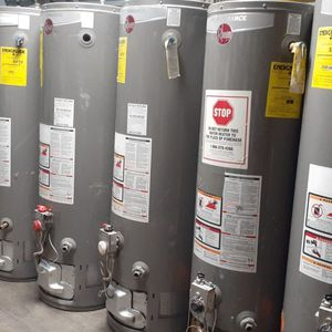 Water Heater Rheem 40 Gallons for Sale in Bloomington, CA