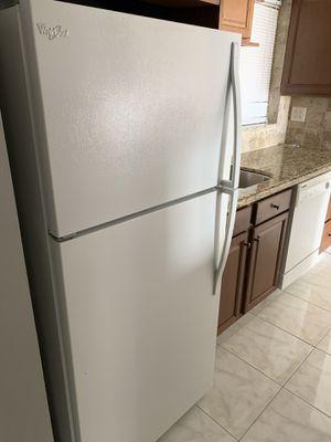 Whirlpool Refrigerator for Sale in Tamarac, FL