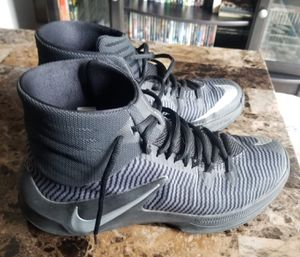 Nike size 9 tennis shoes for Sale in Las Vegas, NV