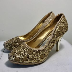 Gold Heels Size 6 for Sale in Fairfax, VA