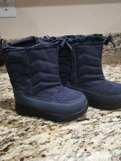 New Toddler Snow Boots Sz 9 for Sale in Denver,  CO
