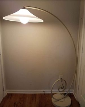 ( MOVING .).SELLING......STRETCH CURVE ARM FLOOR LAMP.. for Sale in Lincolnton, NC