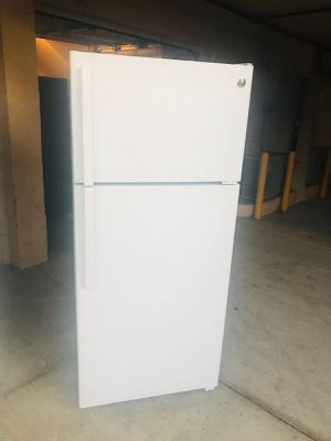 $250 GE white 18 cubic fridge 2018 Model includes delivery the San Fernando Valley a warranty and installation for Sale in Los Angeles, CA