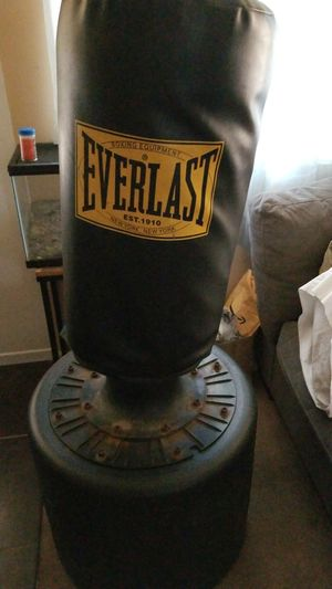 Free Everlast punching bag for Sale in Hawthorne, CA