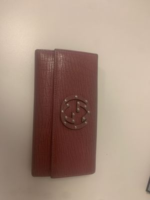 GUCCI MAUVE WALLET for Sale in Los Angeles, CA