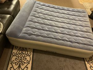 2 twin and 1 queen air mattress for Sale in Sacramento, CA