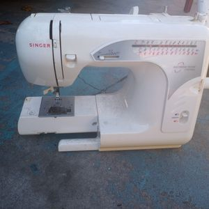 Singer Sewing Machine for Sale in Largo, FL