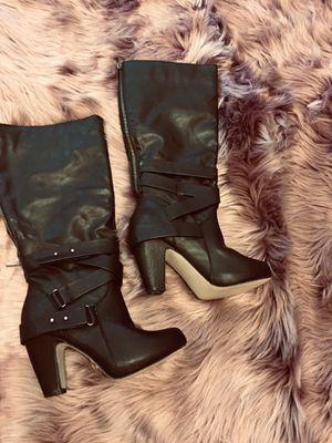 women boots size 8 💋 for Sale in Maricopa, AZ
