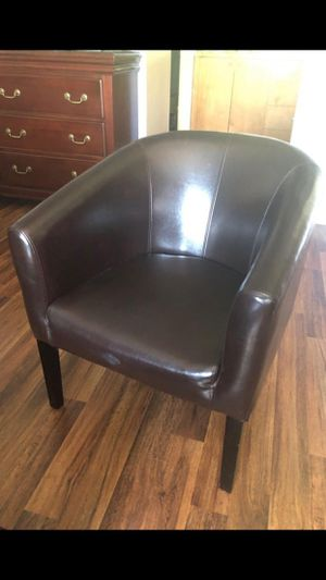 Brown Leather chair for Sale in Pompano Beach, FL