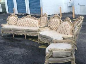 Antique couch for Sale in Pembroke Park, FL