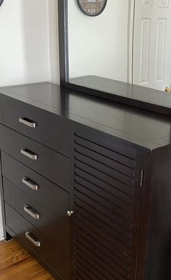 Dresser and Mirror Set for Sale in Teaneck,  NJ